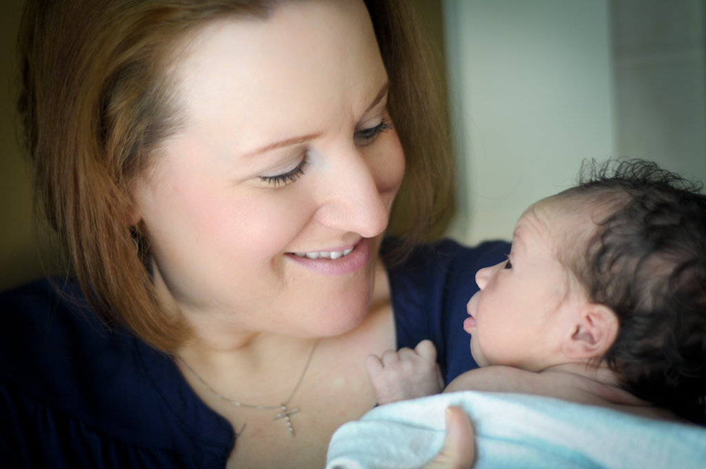 mom-newborn-photographer-rocky-river